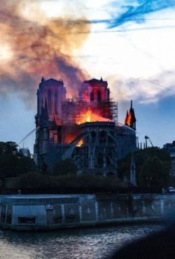 Notre Dame w ogniu / Notre Dame: Race Against The Inferno